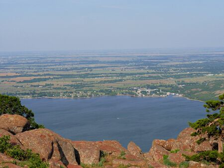 Aerial view of Lake Lawtonka, seen from the peak of Mt. Scott, Oklahoma, USA. 免版税图像