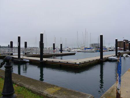 Newport, Rhode Island-September 2017: Cloudless day at the Ferry Wharf Landing in Newport. 스톡 콘텐츠