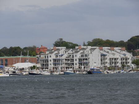 Newport, Rhode Island-September 2017: Boats and buildings at the Newport Harbor on a windy day. 에디토리얼