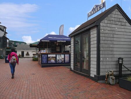 Newport, Rhode Island-September 2017: Ticket booking stalls for sailing excursions at the Newport Waterfront. 에디토리얼