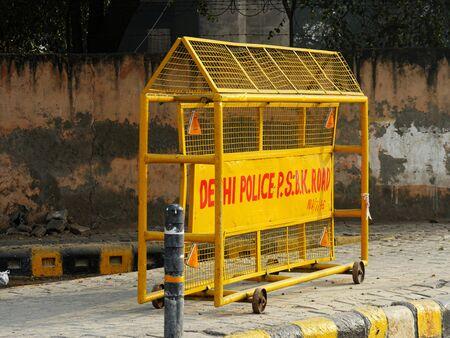 New Delhi, India- March 2018: Sign with the Delhi Police printing on a streetside in New Delhi. Stockfoto