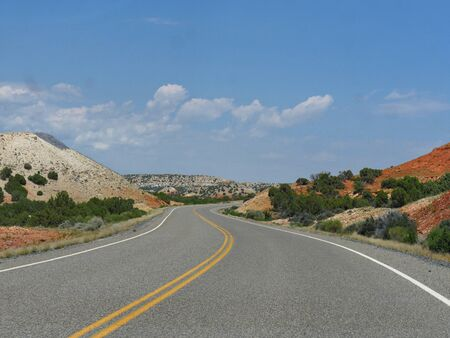 Winding road in Wyoming approaching the Montana state line. Stockfoto