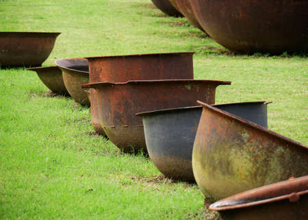Antique sugar kettles slaves used to heat up sugar cane and produce sugar at the old plantation houses in Louisiana Standard-Bild