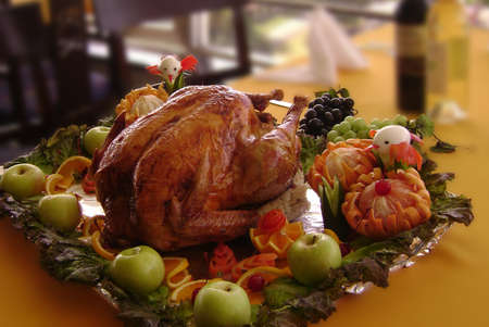 Thanksgiving tray with a roasted turkey, apples and assorted fruit Banco de Imagens