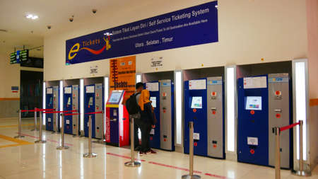 KUALA LUMPUR, MALAYSIA—A couple of passengers buying tickets from one of the self-service automated bus ticket stalls at the TBS terminal in Kuala Lumpur, Malaysia in March  2016. 報道画像