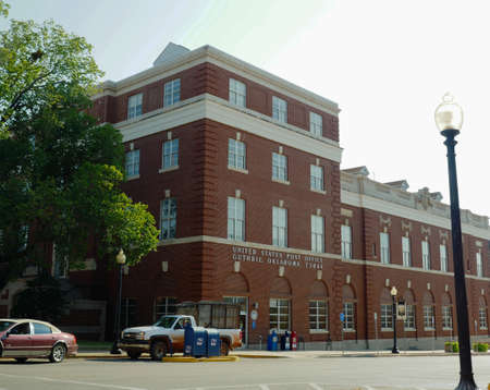 GUTHRIE, OKLAHOMA—Front of the main United States Post Office in Guthrie, Oklahoma. Photo taken in August 2015. 報道画像