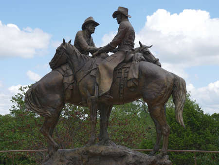 OKLAHOMA CITY—Photo of the Code of the West statue outside the National Cowboy & Western Heritage Museum in Oklahoma City, taken in September 2015. 報道画像