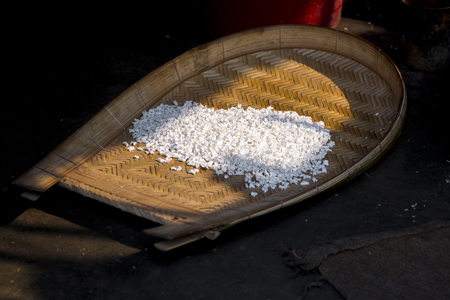 The English word for 'khoi' is puffed rice.