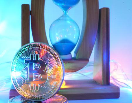 Bitcoin e ampulheta Foto de archivo - 94207031