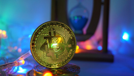 Bitcoin e ampulheta Foto de archivo - 94204673