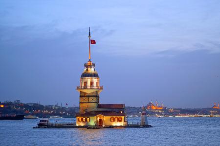 Maiden's Tower (kiz kulesi) estambul / Turquía Foto de archivo - 98100851