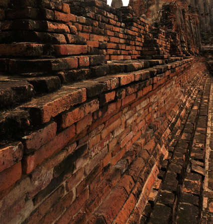 Director of the architecture of red brick in ancient times has both a layer construction and deep side.