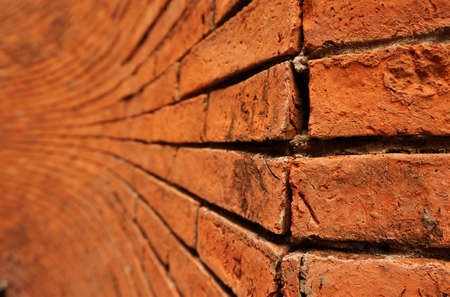 Rough red brick wall shows aged architecture brickwork Banque d'images