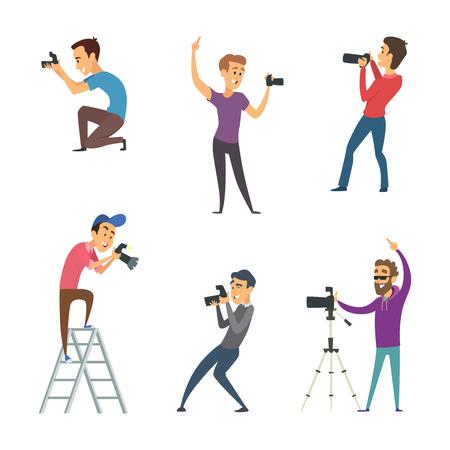 Los fotógrafos hacen fotos. Conjunto de personajes divertidos aislar en blanco. Carácter de fotógrafo con cámara, hombre fotografía profesional. Ilustración vectorial Ilustración de vector