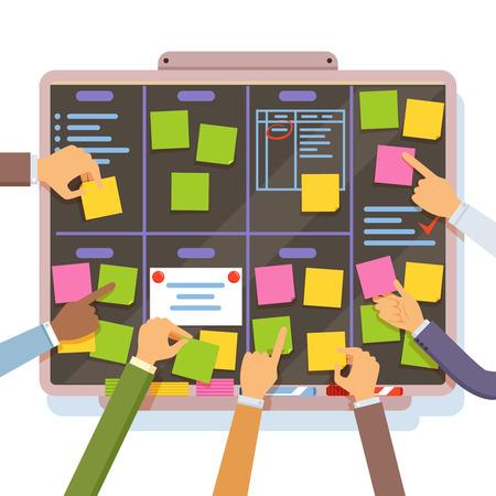 Plan de proyecto ágil. Manos sosteniendo y poner notas en el tablero de planificación