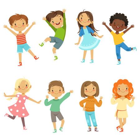 Enfants jouant. Isoler les personnages drôles de vecteur sur blanc. Illustration du personnage garçon et fille, drôle et heureux