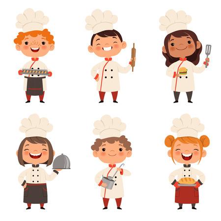 Set di caratteri di bambini cuochi. Mascotte dei cartoni animati in varie pose dinamiche Vettoriali