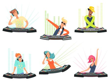 DJ characters. Vector illustrations of music cartoon mascots. Dj with headphone on club party Vettoriali