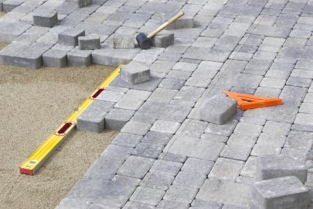 materiales de construccion: Pavimentación del patio del patio trasero con el nivel y la línea