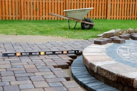 adoquines: Wehn construcci�n de un patio se preparan para utilizar el nivel y el barril constantemente, isla patio tiene arena polim�rica layed y finalizaci�n del trabajo casi hecho cuando adoquines de Final Cut y se coloca