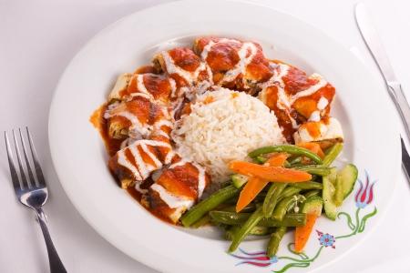 turkish bread: Turkish Beyti Kebap garnished with vegetables