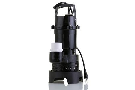 bomba de agua: Nueva bomba de sumidero de Marca para aspirar el agua subterránea extraída de un foso de recogida como en un sótano de una casa