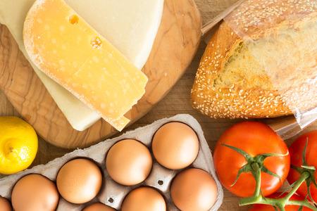 grocery: Vista a�rea de alimentos frescos en la cocina Foto de archivo