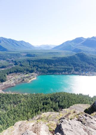 serpiente de cascabel: Premiar Vista de Snoqualmie Washington cascabel Ledge Trail despu�s de 40 minutos de trekking