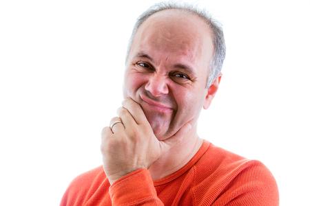 avergonzado: Arrepentido hombre de mediana edad con la mano en la barbilla mirando a la cámara con una expresión de sentimiento de culpa como él lamenta su culpabilidad, aislado en blanco Foto de archivo