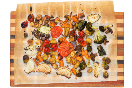 broccoli sprouts: Top down view of recently grilled or roasted tomatoes, broccoli, squash, carrots, mushrooms, brussels sprouts and peppers over towel on wooden cutting board
