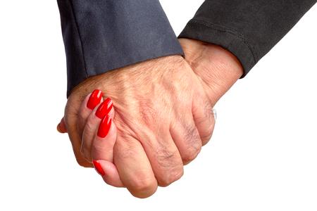 fidelidad: pareja cariñosa ancianos cogidos de la mano para mostrar su amor de toda la vida y el compromiso para el día de San Valentín una imagen tierna de cerca aislado en blanco en el