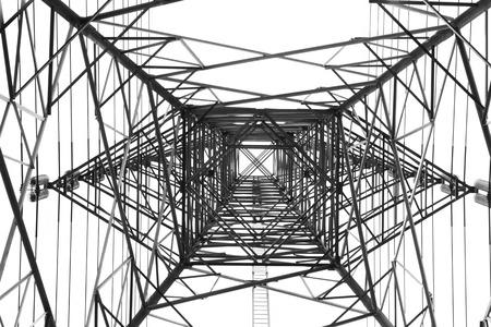 electricidad: Eléctrico Transmisión Tower.electricity transmisión pilón recortaba contra el cielo azul al atardecer .Electric Transmisión Torre en el fondo blanco Foto de archivo