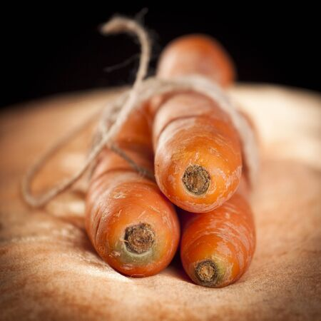 3 wortels samengebonden