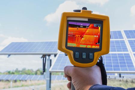 Thermoscan (Wärmebildkamera), Industrielle Ausrüstung zur Überprüfung der Innentemperatur der Maschine zur vorbeugenden Wartung, Dies ist die Überprüfung des Solarpanels.