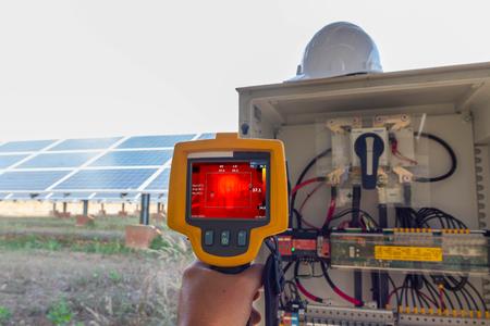 Thermoscan (Wärmebildkamera), Industrielle Ausrüstung zur Überprüfung der Innentemperatur der Maschine zur vorbeugenden Wartung, Dies ist die Überprüfung Der Unterbrecher zum Nachführen der Sonne einer Solaranlage.