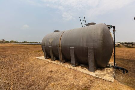 Water tank for washing, Solar power plants use water that is free of chemicals to clean solar panels to avoid environmental impacts. Stockfoto