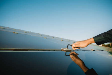 Technicians use the hex screwdriver to fix the hex nut for fixing newly installed solar panels, Alternative energy to conserve the world's energy, Photovoltaic module idea for clean energy production. Imagens
