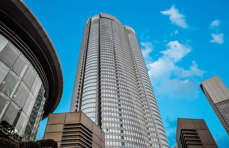 mori: TOKYO - april 24: The Spider statue at Roppongi Hills april 24, 2016 in Tokyo, JP. Roppongi hills is a 27 acre mega-complex with the 54-story Mori Tower as the centerpiece.