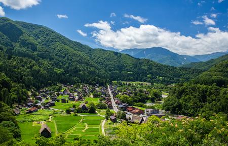 Tradizionale e storica Shirakawago villaggio giapponese in primavera Archivio Fotografico - 66831918