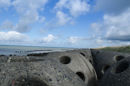 Wave-abating block