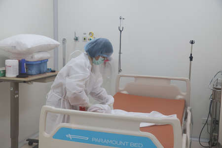 Negative pressure room  Cleaning the back of the patient, Covid-19