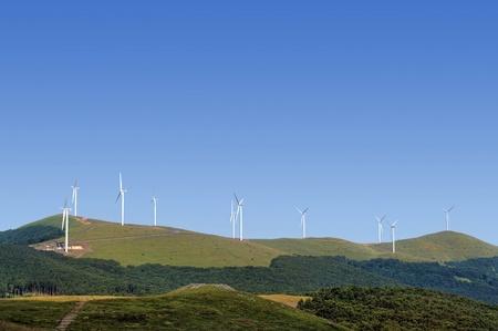 windfarm: Las turbinas de viento en un parque e�lico en la monta�a de canto