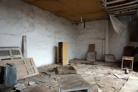 Indoor of old abandoned school in desolate village Banque d'images - 111034777