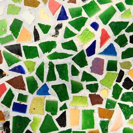 trencadis: Colorido mosaico de trencad�s rompe baldosas.