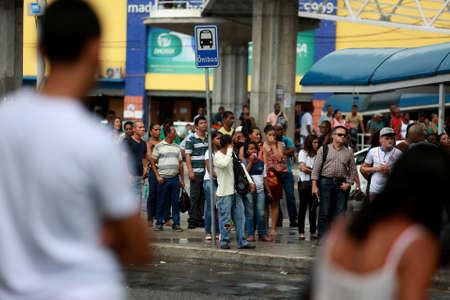 lauro de freitas, bahia / brazil - april 15, 2015: public transport passengers are seen waiting for buses due to drivers strike in the city of Salvador. Éditoriale