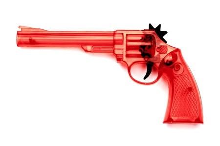 flint gun: Juguete pistola de pl�stico para el ni�o, sobre un fondo blanco Foto de archivo