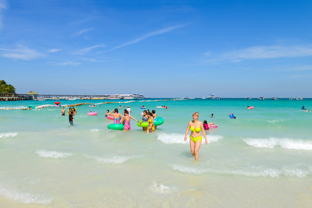 PATTAYA, THAILAND - DECEMBER 29 , 2014: tourists playing at Beach, in Koh Larn ( Larn Island ) on December 29, 2014 in Pattaya, Thailand.