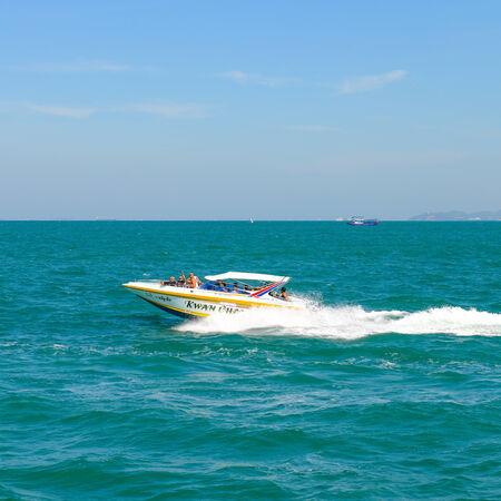 navigating: PATTAYA, THAILAND - DECEMBER 29 : Speedboat navigating in the Gulf of Pattaya on December 29, 2014 in Pattaya,  Thailand