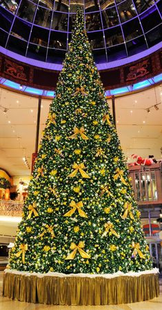 Christmas Tree in Shopping Center Stock Photo - 5925714