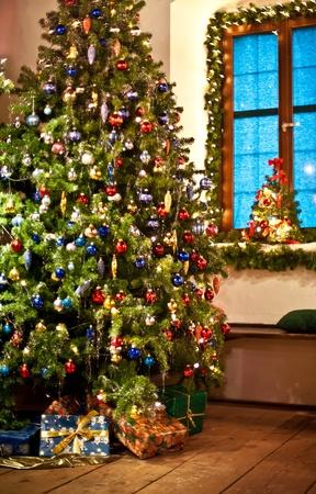 Rural decorated Christmas Tree genommen in Österreich Standard-Bild - 8456587